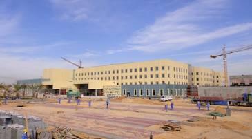 Cour d'entrée de l'hôpital universitaire de Nadjaf en construction