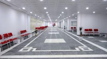 Couloir et salles d'attente