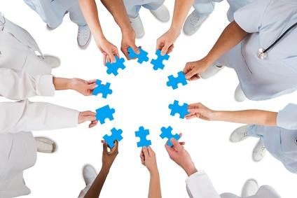 Medizin-Team mit Puzzle-Teilen